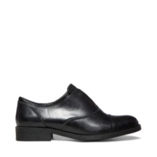 Celebrate generations of unique fashion with Madden's ZOREN leather flats! The way you style the low stacked heels and laceless eyelet design these Oxfords will define your own personal trend. Leather/ man-made upper Man-made sole Man-made lining 1 inch heel height